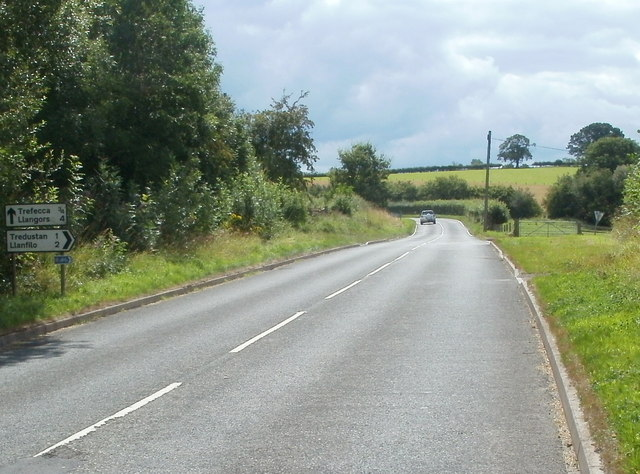 Junction ahead on the B4560 SW of Talgarth