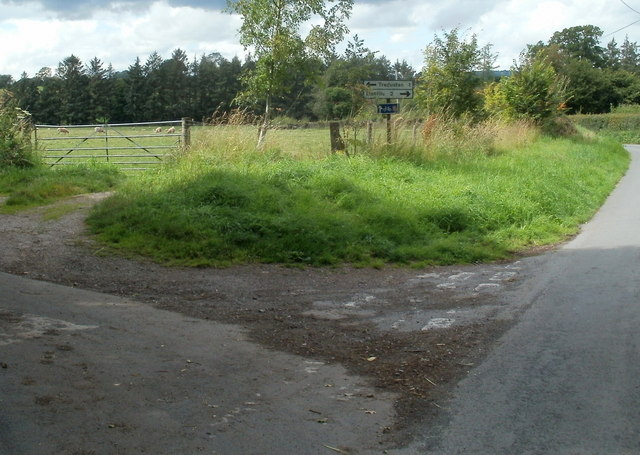 Minor road junction SW of Talgarth