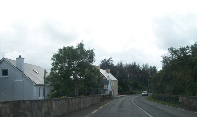 Houses on Mill Road south of  the Owenea River Bridge