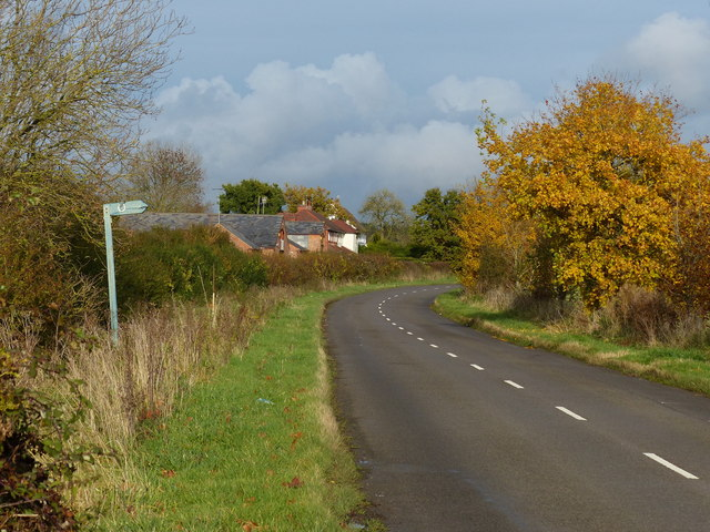 Mere Farm and cottages along Stretton Lane