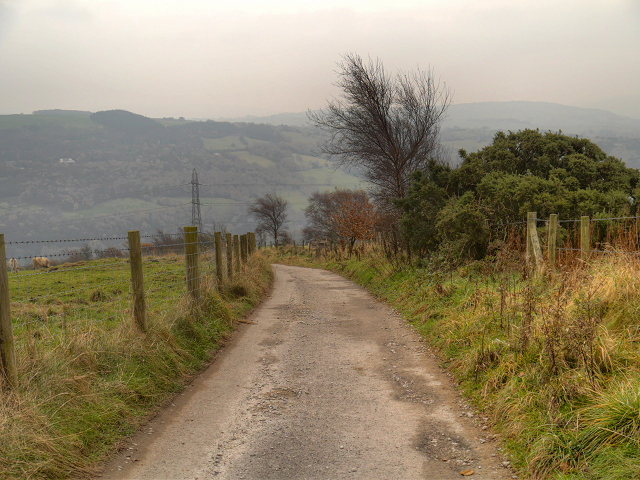 Track towards Compstall