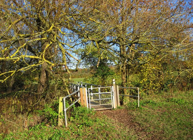 Gate to footbridge over a brook, near Northwick, Worcester