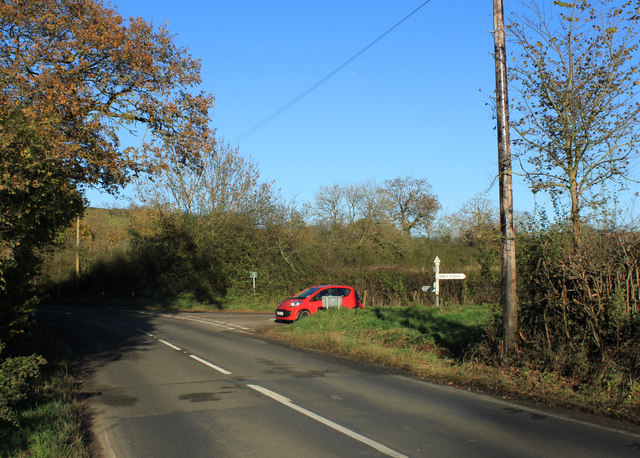 2012 : Road junction at the bottom of Chew Hill