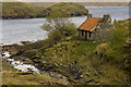 NB2005 : Ruined cottage beside Loch Maraig by Tom Richardson