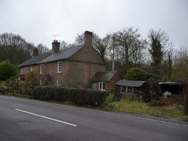 Cottage beside the B4194 road in Buttonoak