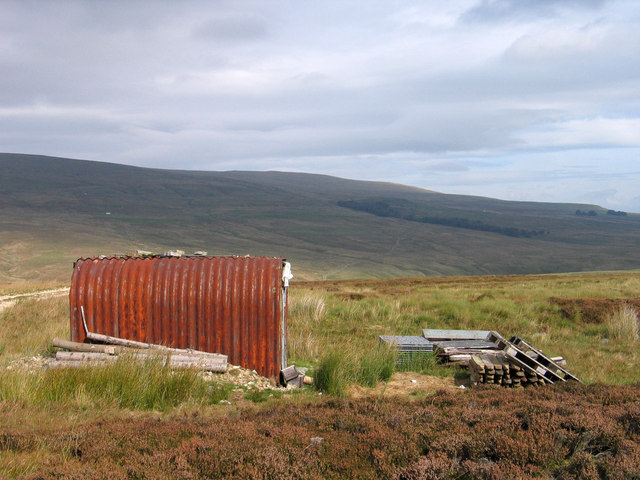 Hut or shed beside Maiden Way