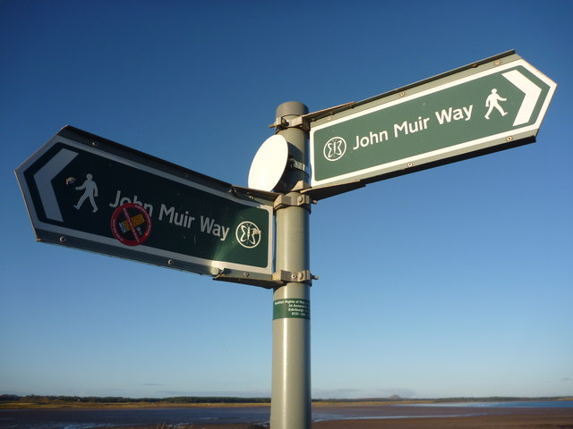 Coastal East Lothian : Pointing The Way At Belhaven Bay