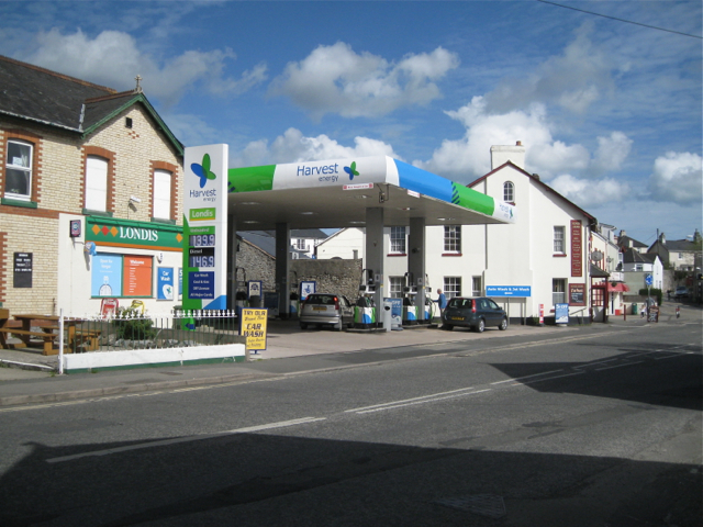 Harvest petrol filling station, Oakford Cross