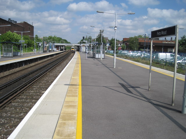 Petts Wood railway station, Greater London