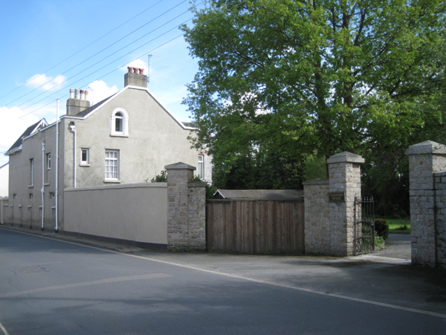 Oakford House and its entrance, Broadway Road