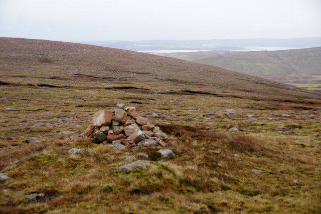 Cairn at Man o' Scord on the flanks of Roga Field, Mid Field