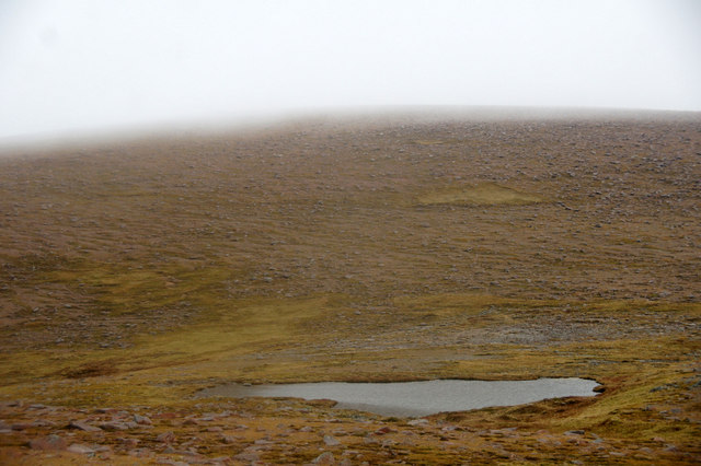Lochan at Shurgie Scord, between Mid Field and Ronas Hill