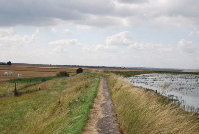 Footpath along the Crouch