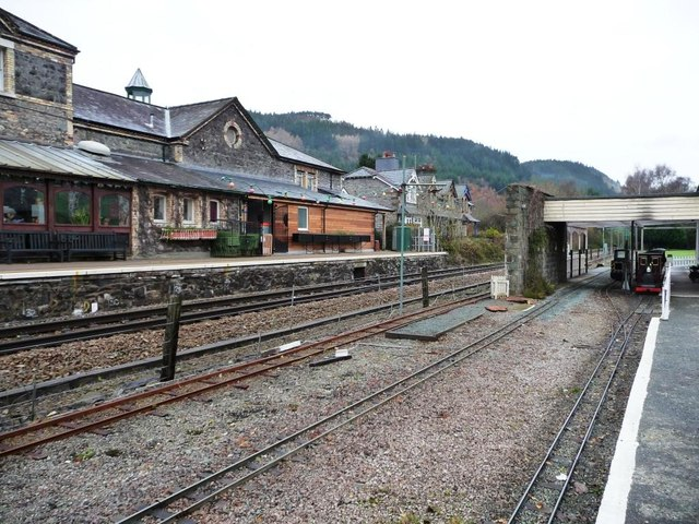 Two platforms and two sets of track, Betws y Coed