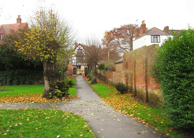 Looking towards the Gloucester Road entrance to Victoria Gardens, Tewkesbury