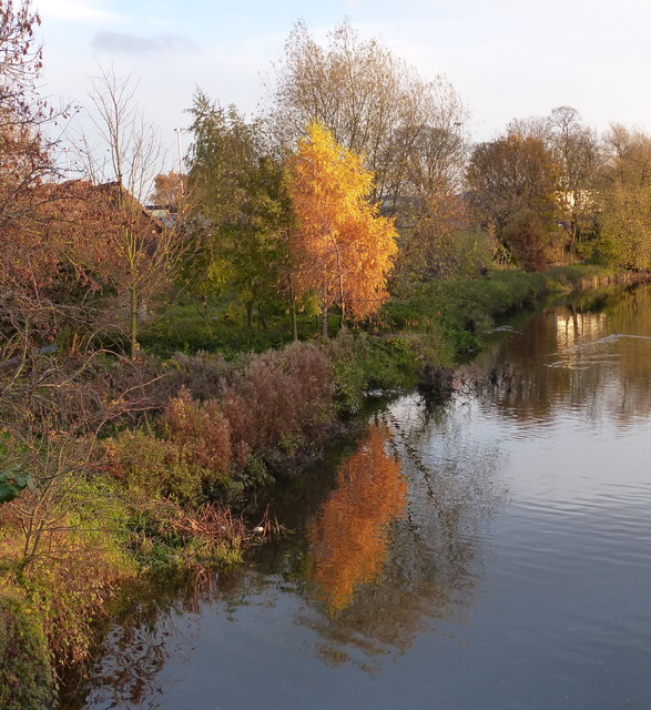 Autumn along the Grand Union Canal