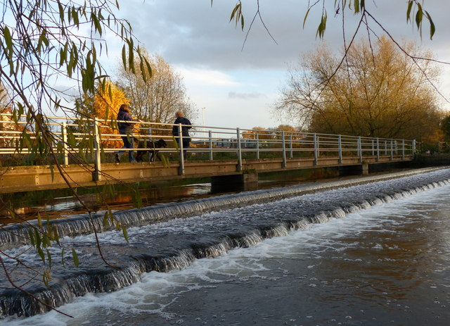 Footbridge and weir along the River Soar