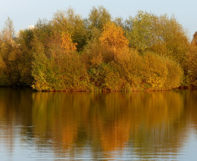 Autumn colours at the Watermead Country Park