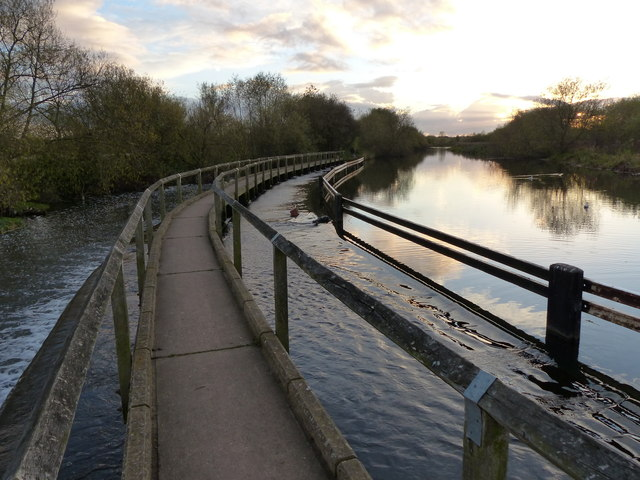 Footpath and weir along the Grand Union Canal