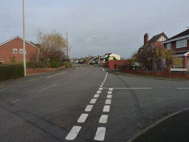 Grosvenor Road South at Woodthorne Close