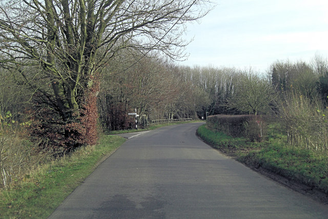 Unnamed lane's junction north of Mill Barrows