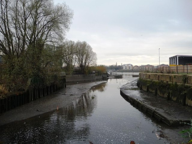 The confluence of the Wandle and the Thames
