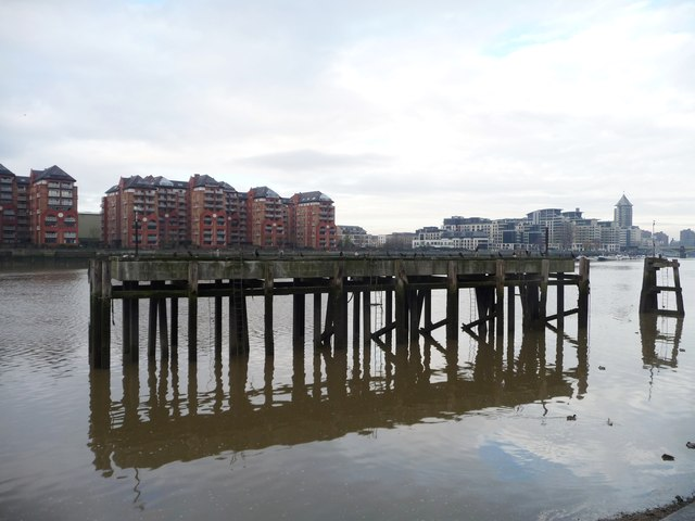 Plantation Wharf jetty, the River Thames
