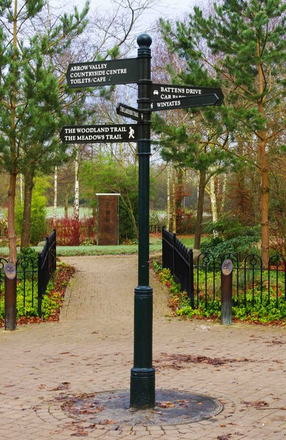 Signpost at junction of paths, Arrow Valley Country Park, Redditch