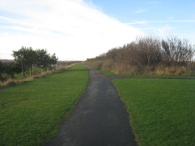 Footpath parallel to Old Cemetery Road