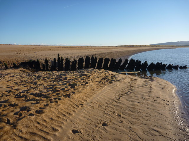 Coastal East Lothian : Shipwreck On Tyne Sands