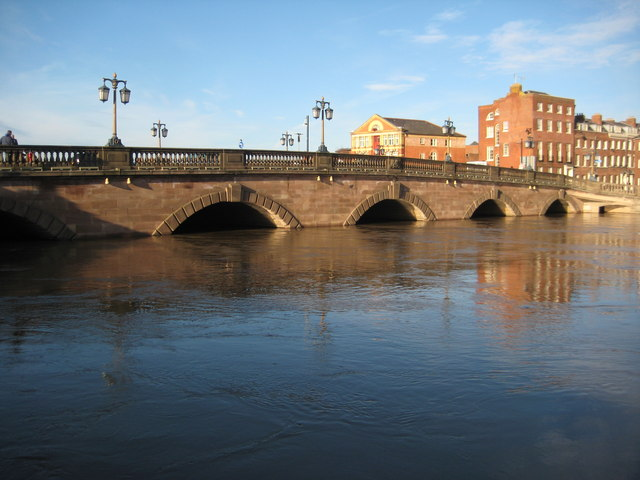 Worcester Bridge in flood