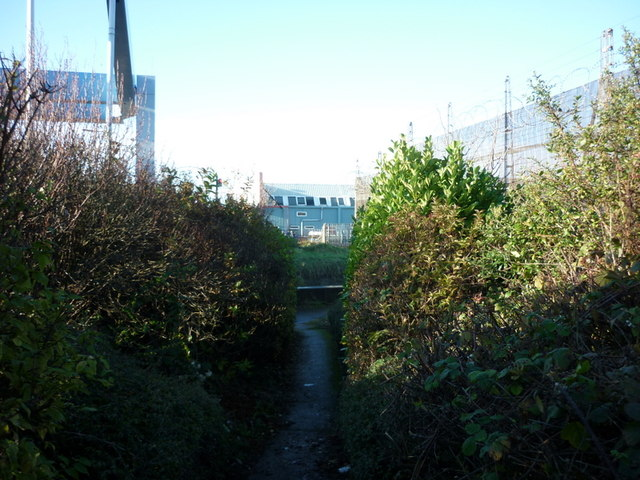 A path off Ferry Lane to the River Hull