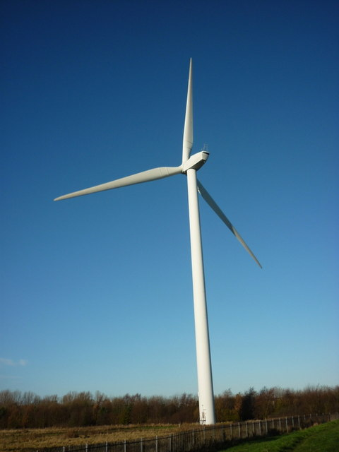 The wind turbine next to the River Hull