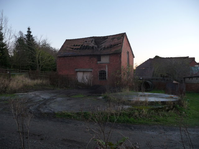 Dilapidated building at Slideslow Farm next to Bromsgrove Golf Centre