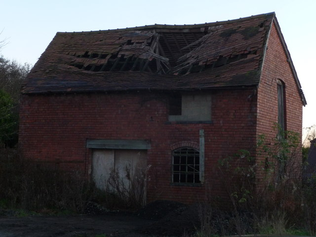 Ruined building at Slideslow Farm