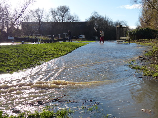 Flooded towpath at Aylestone Mill Lock