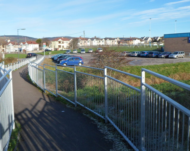 Path from Pyle railway station approaches Beach Road
