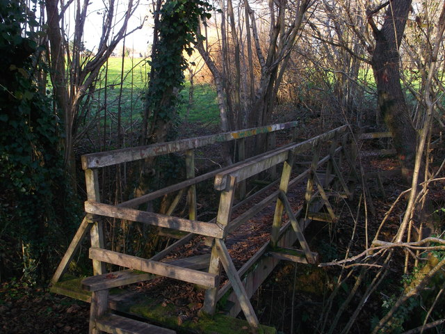 Footbridge near Long Shaw
