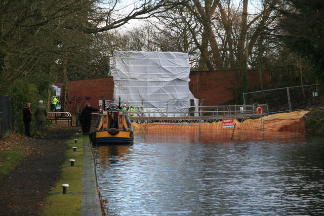 Stratford Canal - guillotine lock restoration