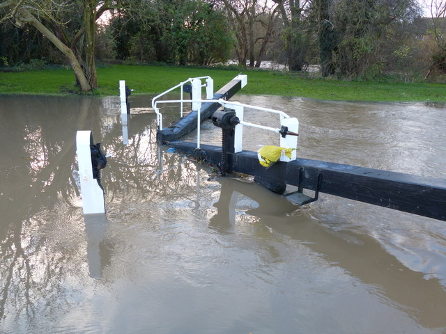 Birstall Lock during heavy flooding
