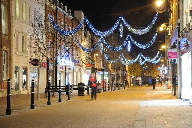 Christmas lights on Worcester High Street 2 & Christmas lights on Worcester High... © Philip Halling cc-by-sa ... azcodes.com