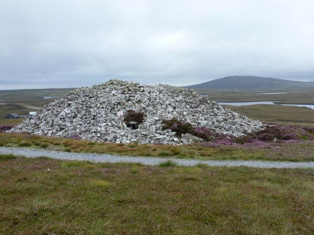 Langais: Barpa Langass chambered cairn