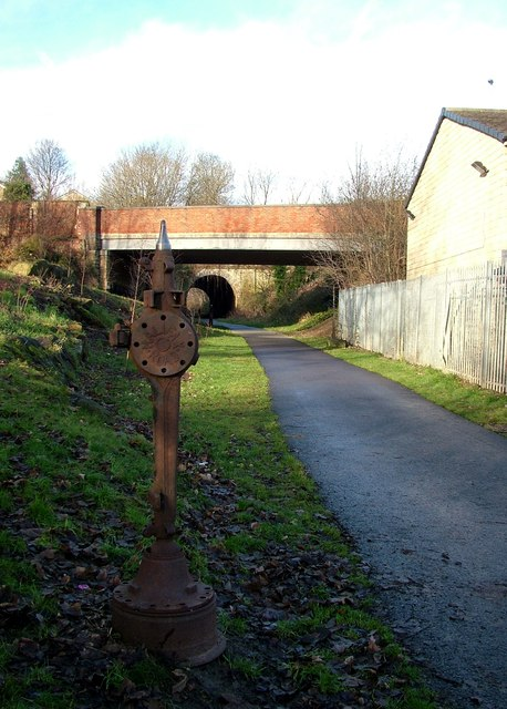Bridge and tunnel, Liversedge