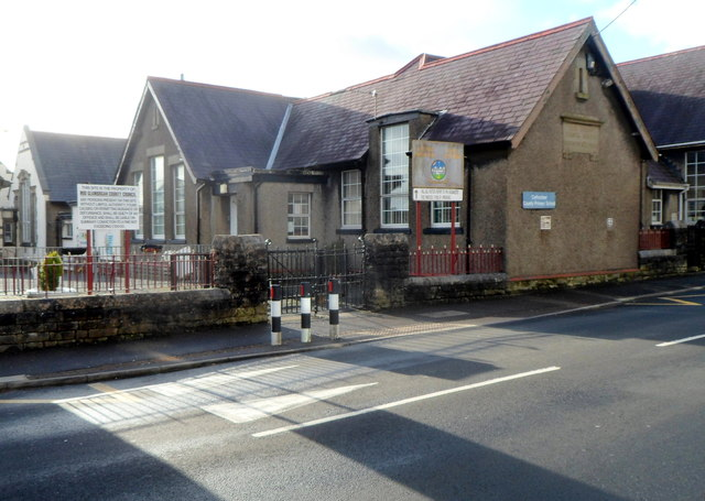 Divided Government >> East side of Cefn Cribwr County Primary... © Jaggery cc-by-sa/2.0 :: Geograph Britain and Ireland