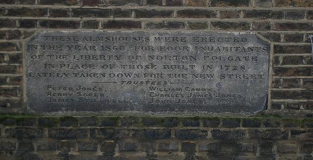 Blue plaque № 6164 - Opposite this spot stood the Spital Pulpit Cross (plaque not yet erected)