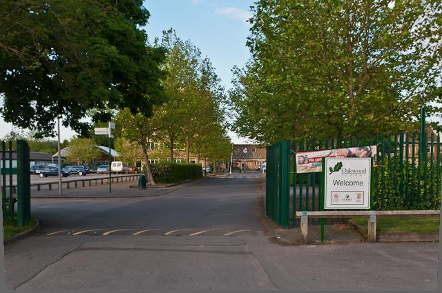 Oakwood School © Ian Capper cc-by-sa/2.0 :: Geograph Britain and ...