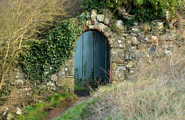 Gateway, wall and path, Helen's Bay/Seahill
