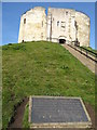 SE6051 : Plaque to the Jews who perished at Cliffords Tower by Debbie J