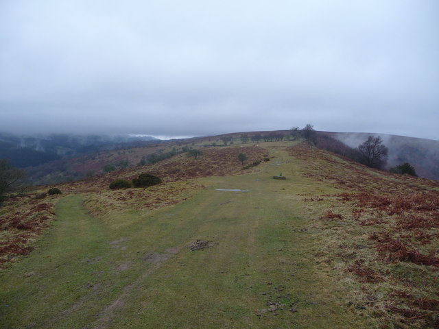 Ridge path near the Dialgarreg Stone