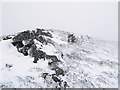 NN9279 : Rock outcrop on Meall Dubh-chlais in winter by wrobison